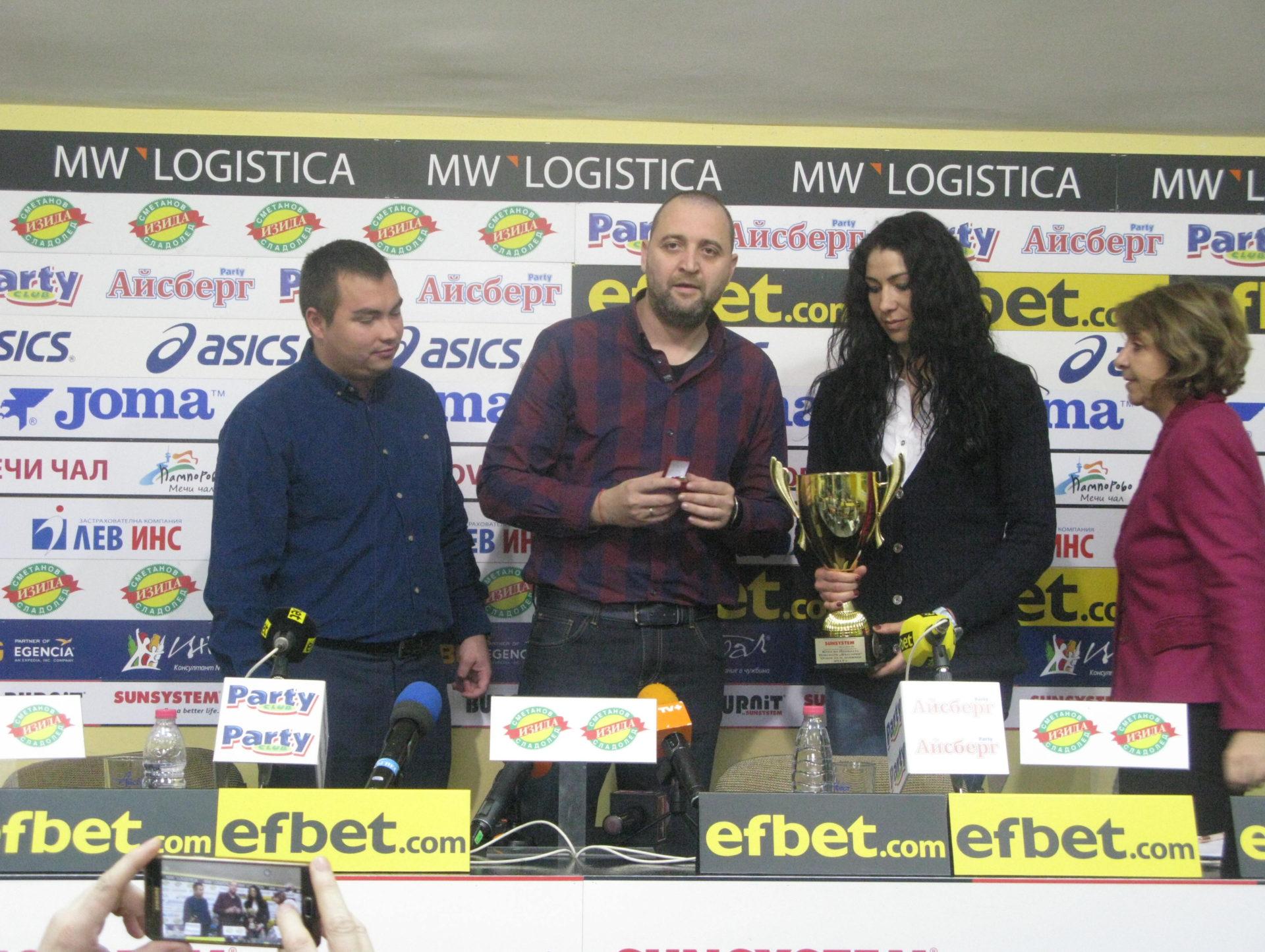 ВК Марица Пд и Иван Петков повторно  с наградите на месеца
