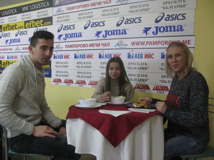 Мариела Костадинова пече меденки, Панайот Димитров прави омлет с белтъци