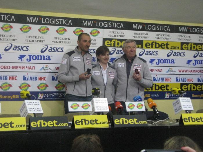 Световният вицешампион Владо Илиев с наградите за спортист на месеца