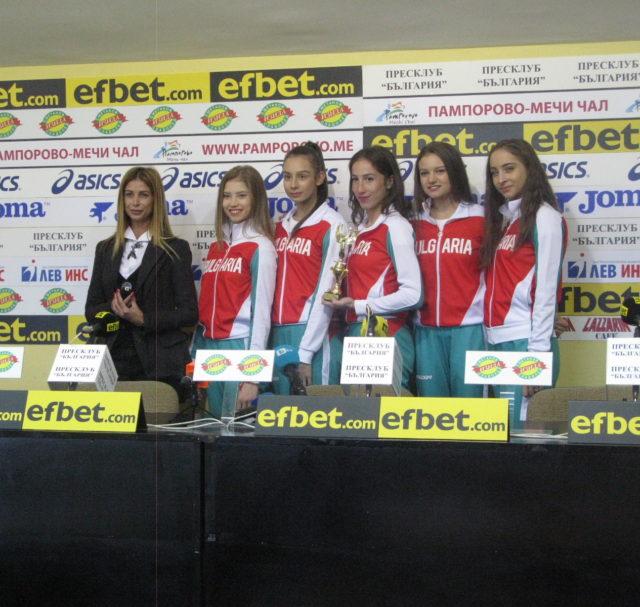 Грациите от ансамбъла и Весела Димитрова  са отбор и треньор на септември