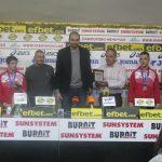Националният отбор по гимнастика за младежи с наградата на месеца