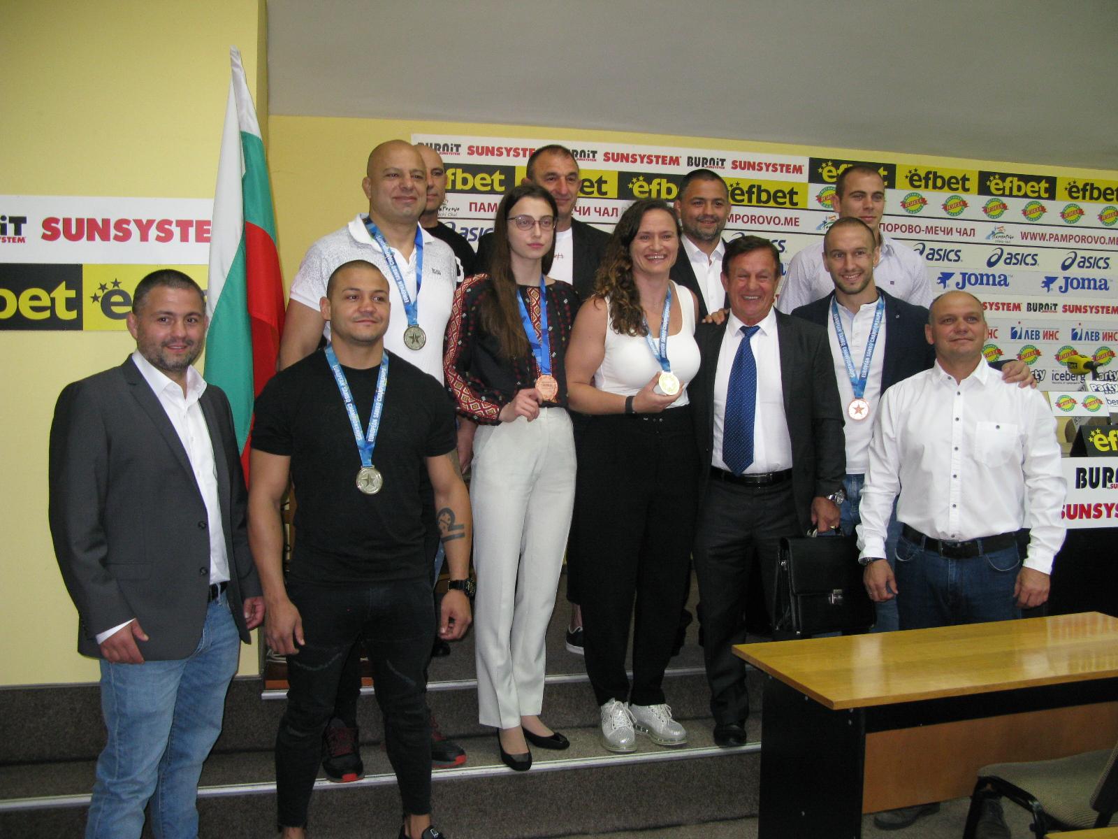 Първият ни треньор по бойно самбо Стоян Саладинов осребри  европейските медали